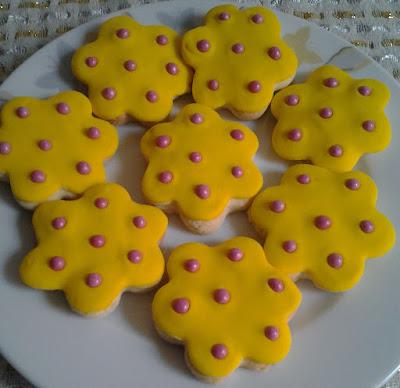 şeker hamurlu çiçek kurabiye