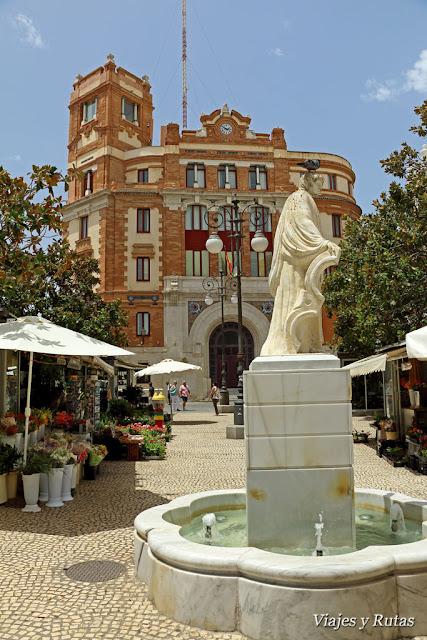 Plaza de las flores y edificio de correos de Cádiz