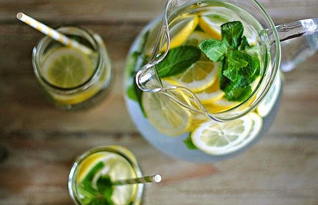 ceaiurile sunt un excelent mijloc de detoxifiere
