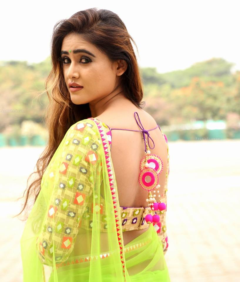 Telugu Actress Sony Charishta Stills In Lemon Green Saree