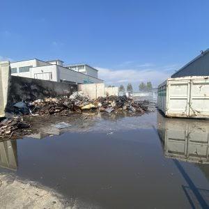 Livorno : incendio al deposito ingombranti al Picchianti, fiamme domate in poco meno di un ora dai vigili del fuoco