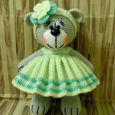 Мишка амигуруми в платье