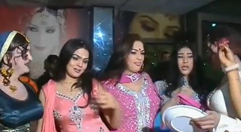 Shemale Paki 16