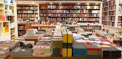 Imagem da livraria Blooks por dentro.