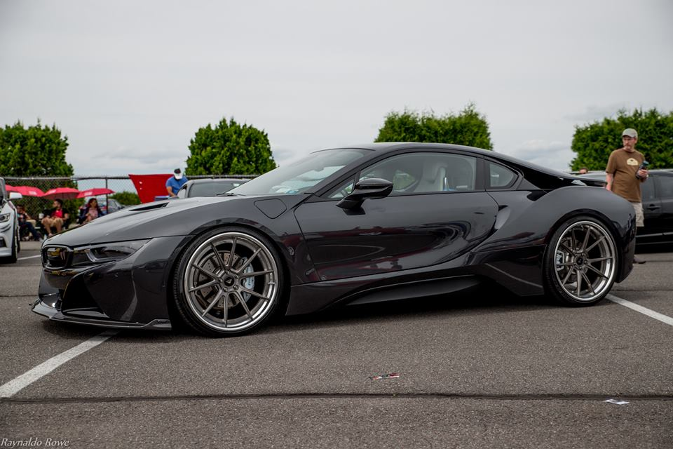 vorsteiner shows off stealthy all black bmw i8. Black Bedroom Furniture Sets. Home Design Ideas