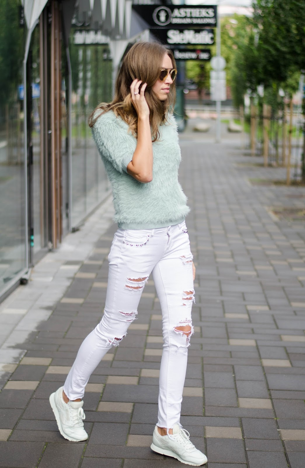 fluffy sweater ripped skinny jeans outfit
