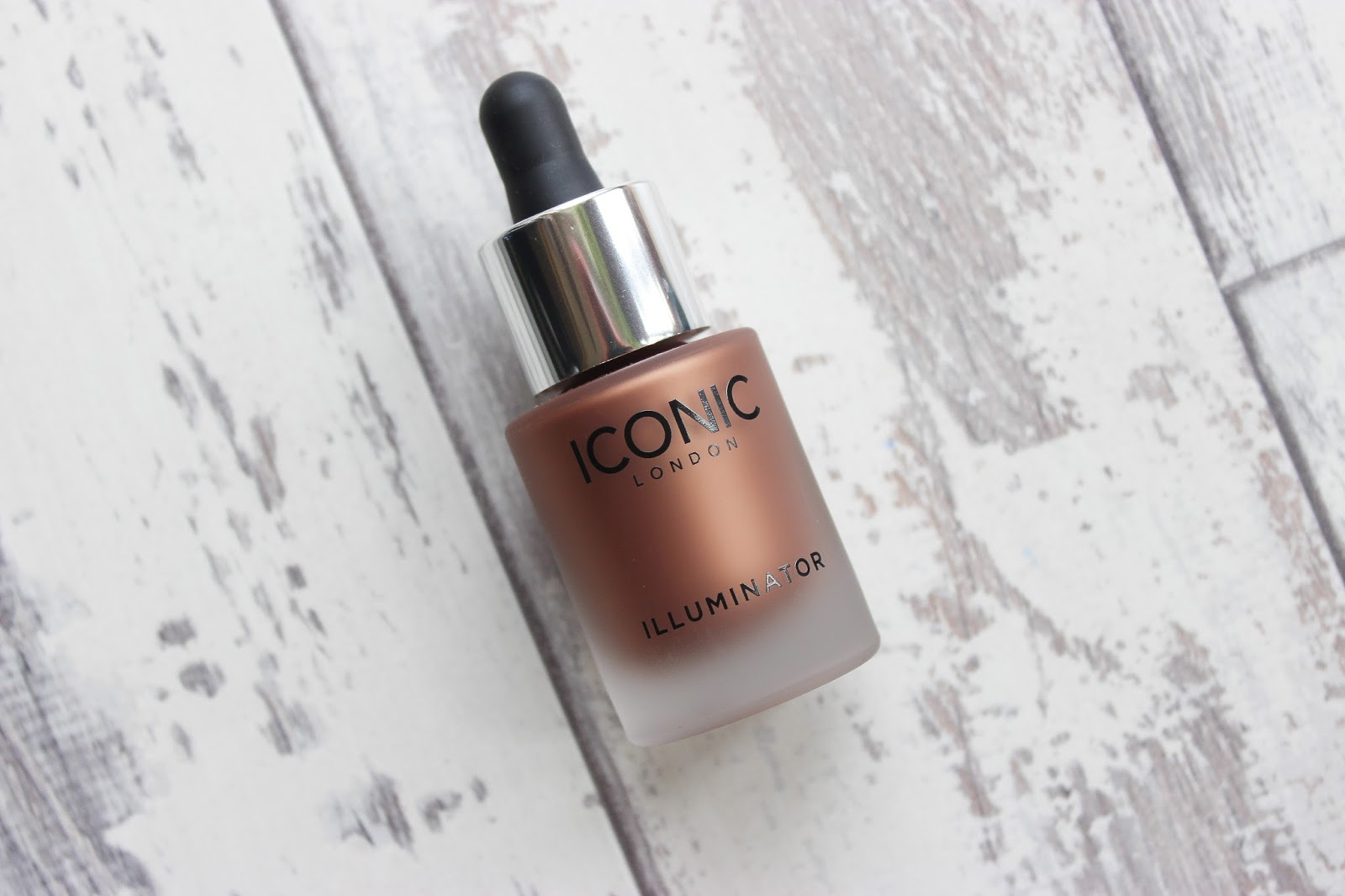 ICONIC London Pigment Stick Foundations Glow Illuminator Review Dark Skin Black Skin Brown Skin DoS Blog Spotlight Discoveries of Self Blog