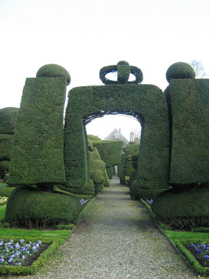 """Crowned Arch"" Topiary Garden. Jardines de Levens Hall"