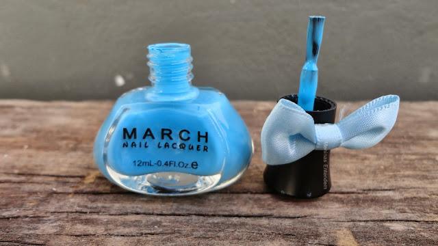 vidro de esmalte azul