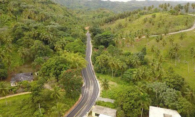 Abinader inaugura la rehabilitación de la carretera El Limón- Playa Morón en  Samaná