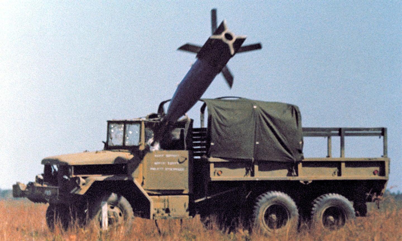 Вражаючі фото керованих ракет за мить до враження цілі