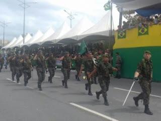 Em Maceió via Litoranea é interditada para ensaio do desfile de 7 de setembro.