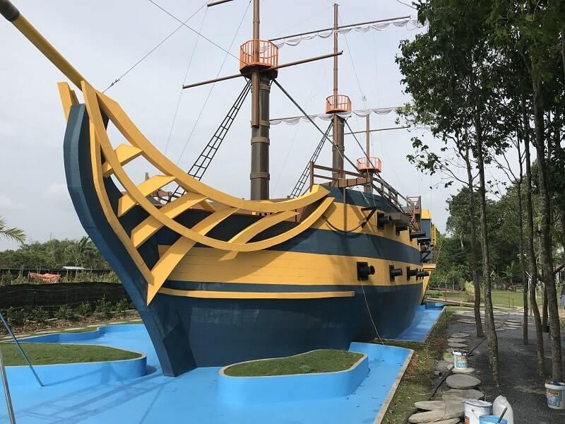 Hình ảnh mô phỏng du thuyền mắc cạn tại Làng Hoa Sa Đéc