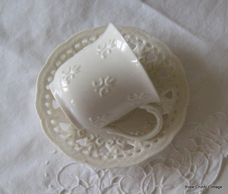 Rose Chintz Cottage Soothing Whites With A Touch Of Green