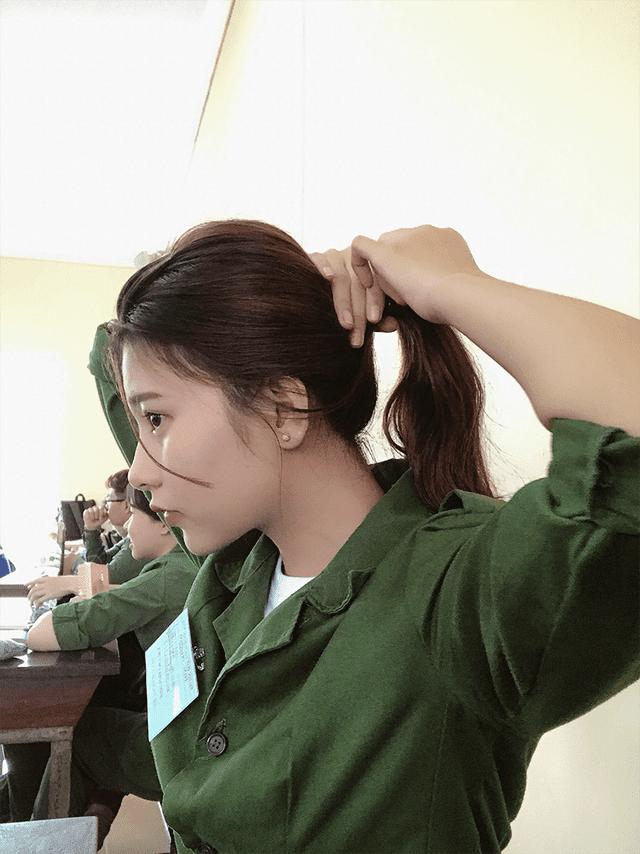 Bức ảnh nữ sinh xinh đẹp đi học quân sự khiến bao chàng say đắm - Ảnh 3