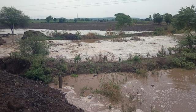 रुद्राणीचा ढिसाळ कारभार; खैरगाव पुलाच्या अर्धवट कामामुळे शेतकऱ्याच्या शेतीत महापूर -NNL