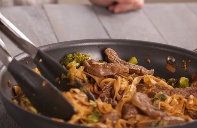 Garlic Beef and Broccoli Noodles #dinner #recipes
