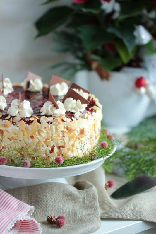 http://sasibella.blogspot.de/2015/12/preiselbeer-nougat-torte.html