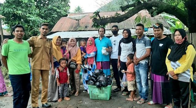 Peduli Korban Banjir, Alumni SMPN 2 Monta Salurkan Bantuan untuk Korban Banjir