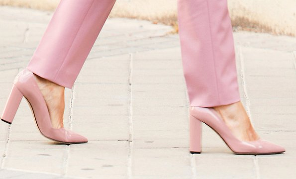 Queen Letizia wore a jericoa stretch wool double breasted blazer and tiluna stretch wool ankle trousers from Hugo Boss, and mayfair pink pumps