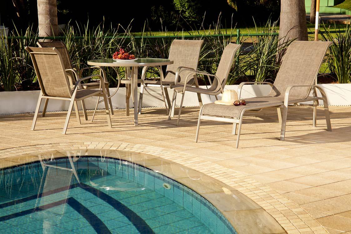 Como escolher m veis para piscina dica da arquiteta for Pintado de piscinas