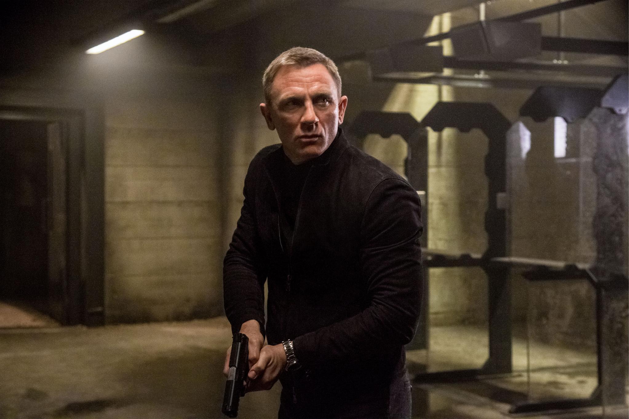 Bond 25 : ダニエル・クレイグが「007」の撮影中に足首を負傷 ! !、撮影休止に追い込まれた「ボンド25」の公開が延期になる可能性が浮上 ! ! - CIA Movie News
