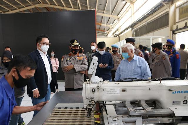 Kabaharkam Kunjungi  Shoe Factory di Batujajar,  Begini  Kata Komjen Agus Andrianto