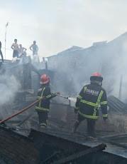 Diduga Korsleting Listrik, Dua Rumah di Martubung Dilahat Api