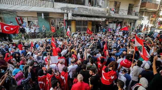 ترجمة تركيا بالعربي - بالأعلام التركية للبنانيون يستقبلون نائب أردوغان في بيروت