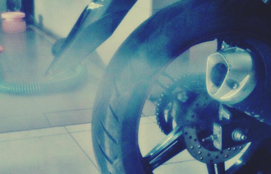 Inilah 7 Penyebab Knalpot Motor Sering Mengeluarkan Asap dan Cara Gampang Mengatasinya - Kanalmu