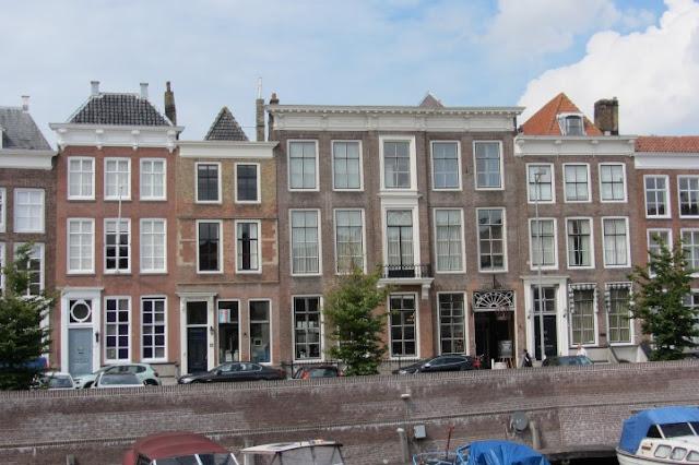 Middelburg - koopmanshuizen langs de Dam