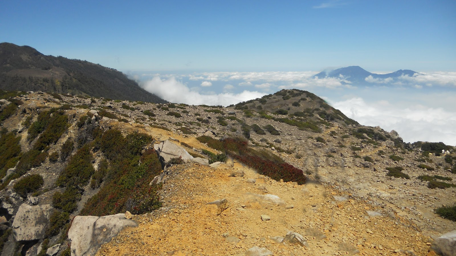 Puncak Gunung Welirang tertinggi di pulau Jawa