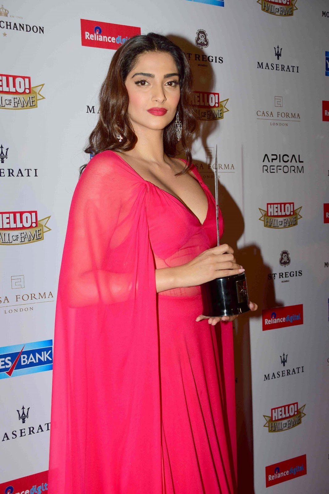Gorgeous Bollywood Girl Sonam Kapoor Hot Photos In Pink Dress