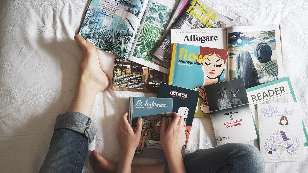 たくさんの本と雑誌類