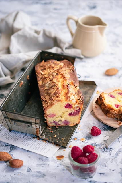 Cake aux framboises et rose
