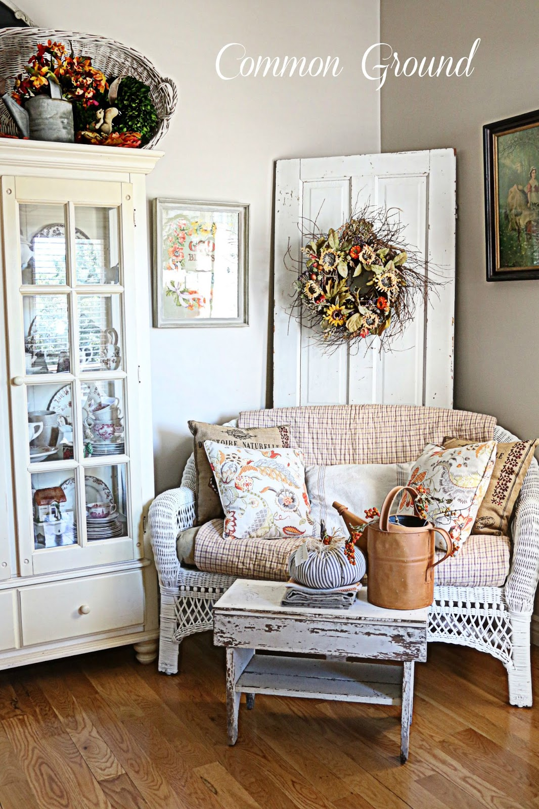 common ground kitchen sitting area dressed for fall. Black Bedroom Furniture Sets. Home Design Ideas