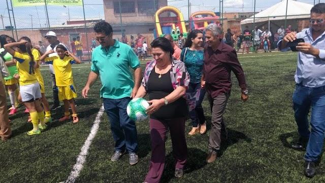 Comunidade do Sol Nascente comemora a inauguração do 1º campo sintético da região