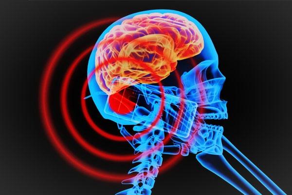دراسة تحسم الجدل حول تسبب الهواتف الذكية في سرطان الدماغ