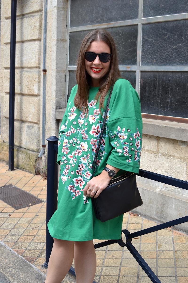 robe verte à fleur Zara, boots style Givenchy, trio bag Céline