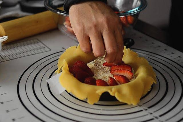 arrange strawberries for galette