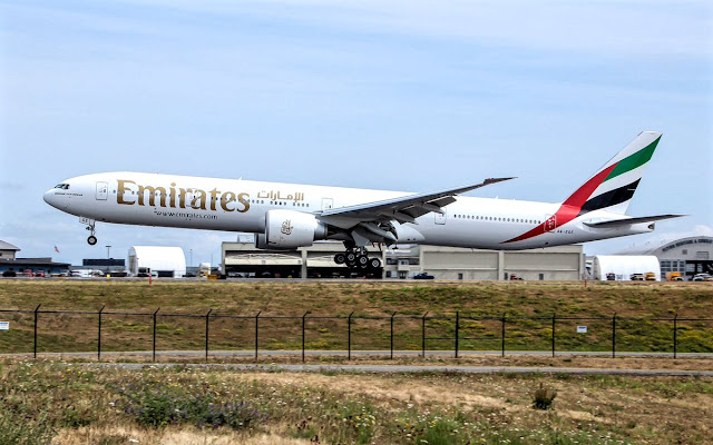 boeing 777-300er emirates a6-eqe paine field