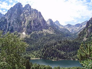 Els Encantats, en el Parque Nacional de Aigüestortes (Lérida, España) per Miguel303xm a Wikimedia Commons