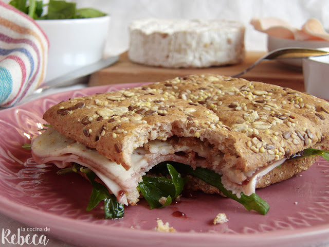 Sándwich de pavo y grosellas