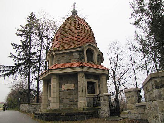 Kaplica-mauzoleum przy cmentarzu wojennym nr 368.