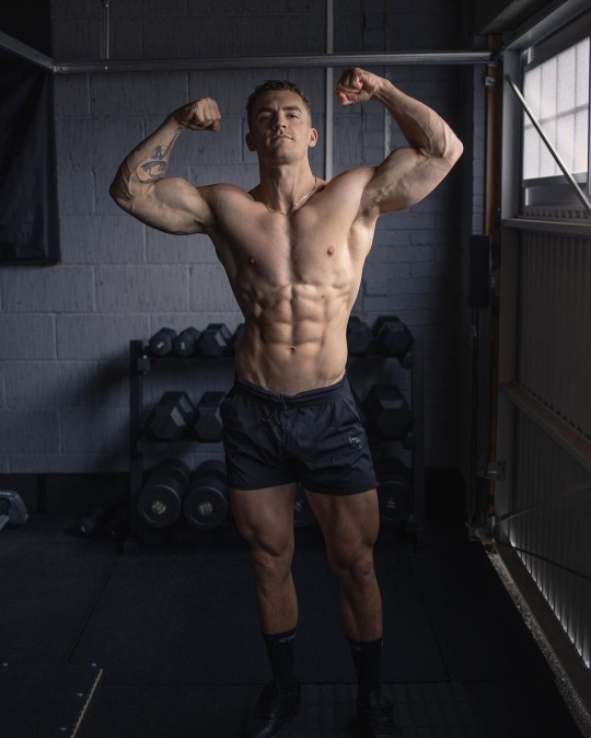 mysterious-straight-bro-flexing-biceps-shirtless-fit-gym-body