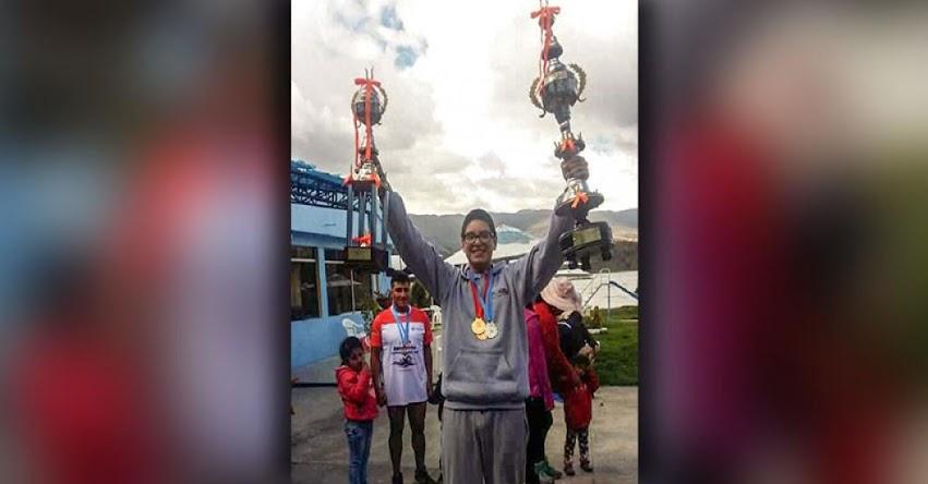ANDRÉ DURÁN CASTAÑEDA: Alumno de 14 años gana concurso de natación en laguna de Paca en Jauja