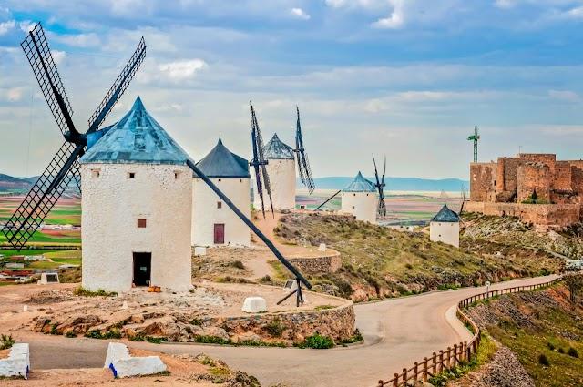 Turizmusösztönző tervet ismertetett a spanyol kormányfő