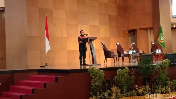 Saling 'Sentil' Gubsu Edy dan Menteri Tito Soal Medan