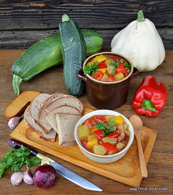 leczo z cukini, pazdziernik sezonowe owoce pazdziernik sezonowe warzywa, sezonowa kuchnia, pazdziernik, zycie od kuchni