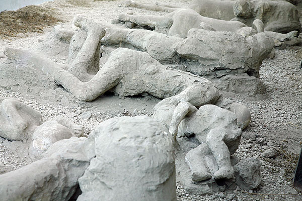 petrified-man found in the city of PompeiiPompeii Ruins Bodies